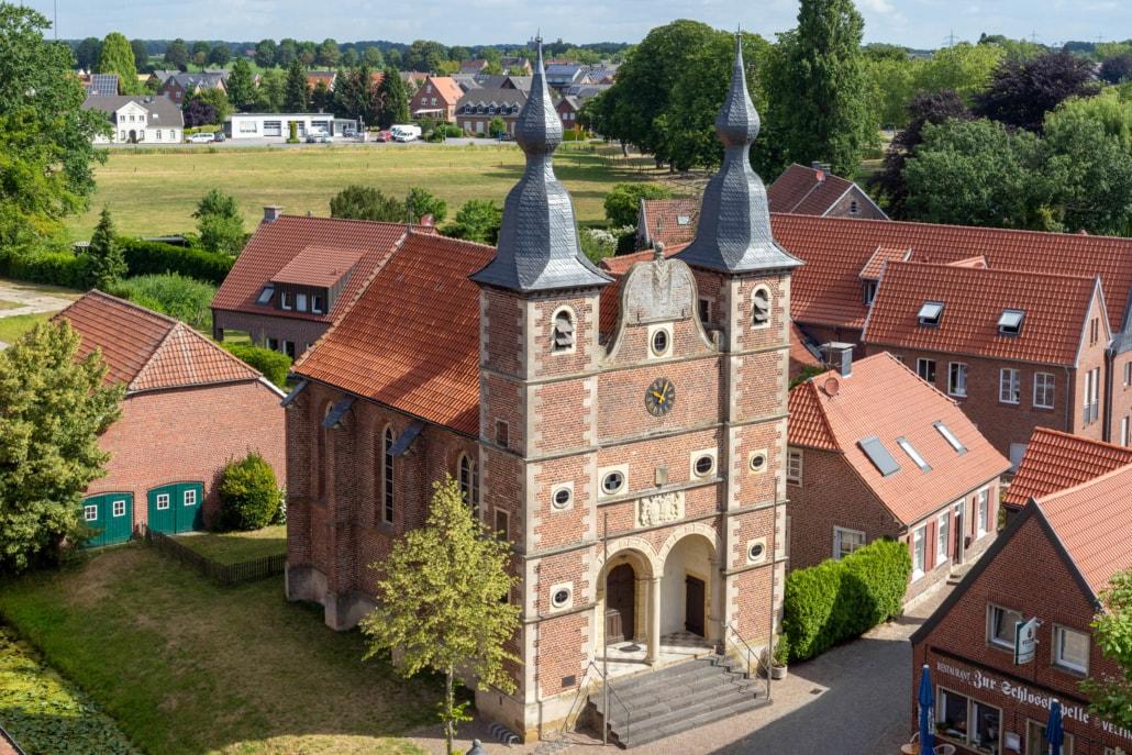 Schlosskapelle Ansicht vom Sterndeuterturm
